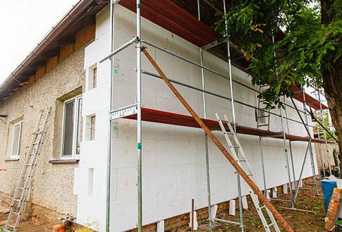 Montaje del aislamiento sobre una fachada