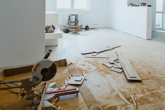 ¿Comprar una casa con reformas integrales y sin permisos?