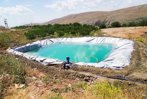 Impermeabilización de un reservorio con membrana sintética