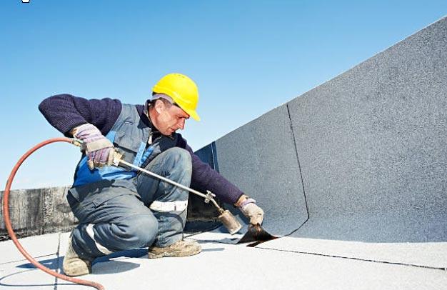 El aplicador y la impermeabilización de la cubierta de techos