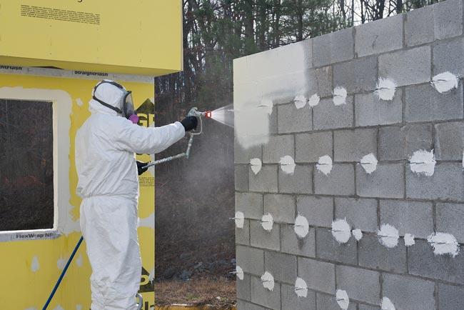 Envolvente impermeable para la casa: la barrera líquida de agua y viento