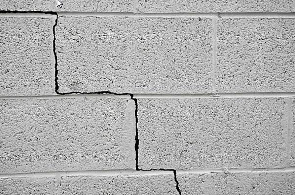 Grietas en las paredes de bloques
