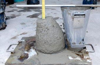 Huella de carbono y asentamiento del hormigón con fibras sintéticas