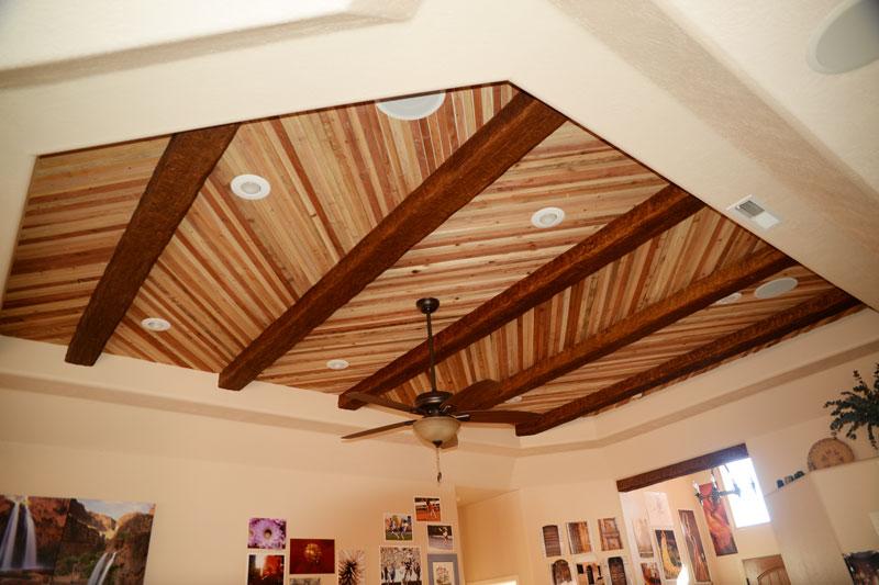 Cielorraso de madera con diseño en espiga
