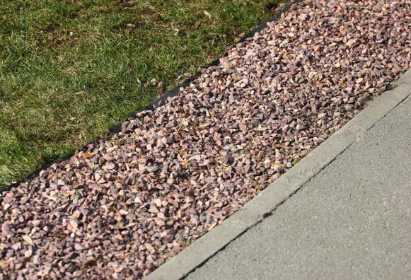 Drenaje en el patio baja la presión sobre la impermeabilización de los exteriores