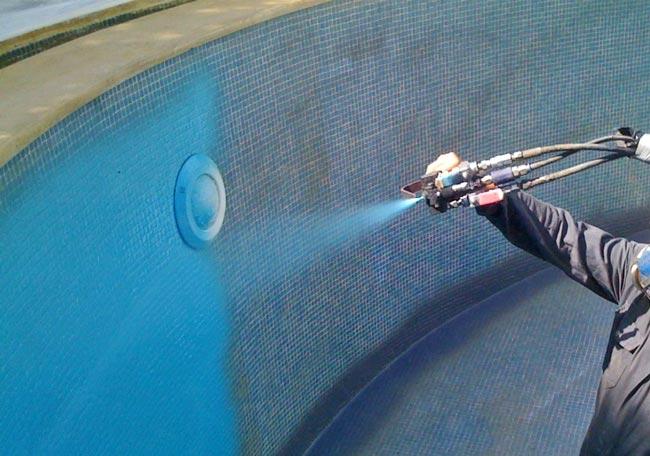 Poliurea para impermeabilización de una piscina. Sin obras