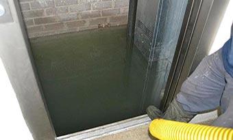 Pozo de ascensor inundado