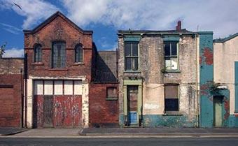 Rehabilitar casas en ruina: una vivienda por un euro más un acuerdo
