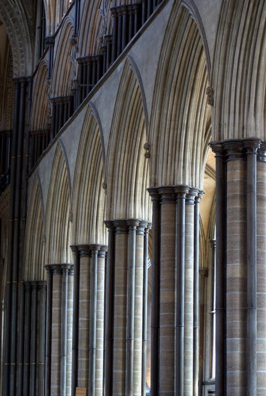 Revestimientos y cantería en columnas