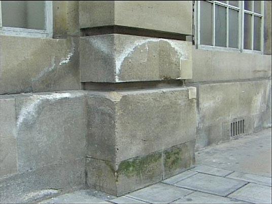 Defectos en la cantería de los revestimientos en la fachada