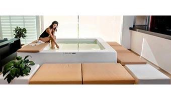 Una piscina en la sala