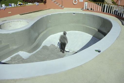 Impermeabilización y reparación de la pintura de una piscinas