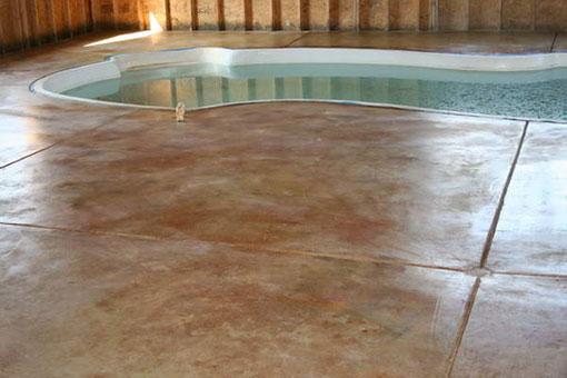 Impermeabilización y reparación de las terrazas y aceras de una piscina