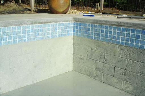 Impermeabilización y reparación de rajaduras en el fondo de la piscina