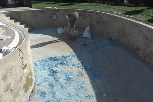 Impermeabilización y reparación del gresite de una piscina